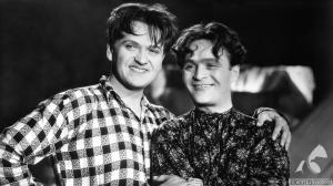 """Eugeniusz Bodo i Adolf Dymsza. Kadr z filmu """"Paweł i Gaweł"""" z 1938 r."""